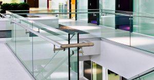 стеклянные перила для лестниц в доме минск
