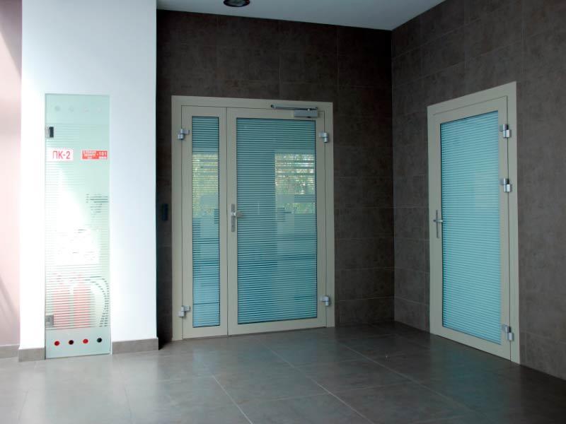 противодымные двери алюминиевые с пленкой купить