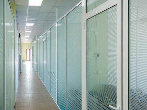 двери алюминиевые цена