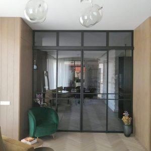 Раздвижная перегородка в комнате для гостей
