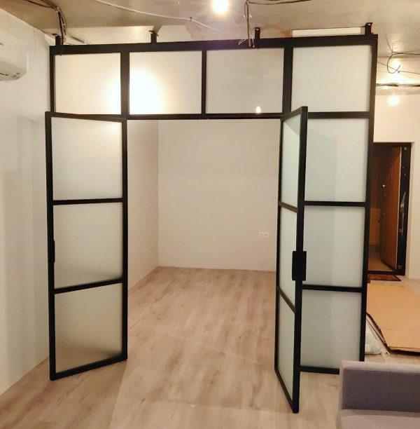 перегородка с непрозрачным матовым стеклом в спальне Минск